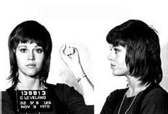 Ted Turner´dan önceki militarist Jane Fonda. Sonradan aklanacağı bir yataklık davasında zanlı konumunda!